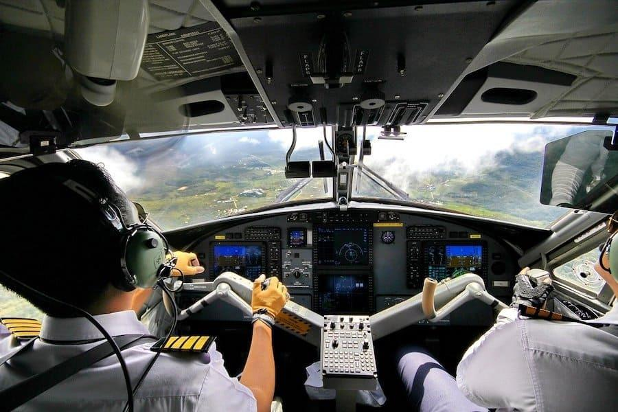 cockpit view landing aircraft