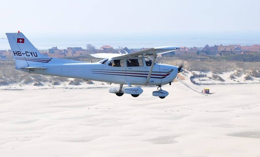 flying cessna 172